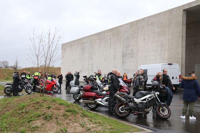 De motards aan het crematorium namen afscheid van Marina.