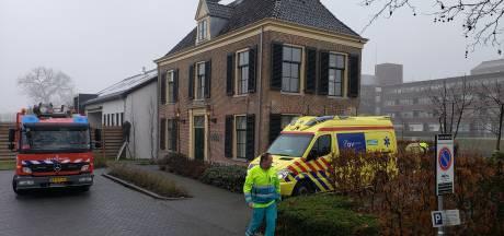 Verwarde man springt in stadsgracht Zwolle en wordt snel gered