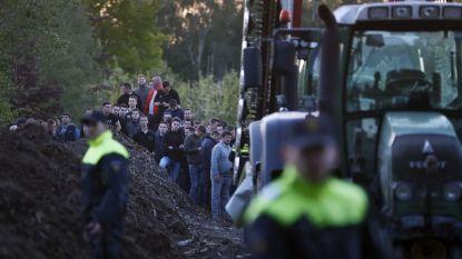 Bezetting Nederlandse varkensboerderij wordt beëindigd; auto's actievoerders omgegooid