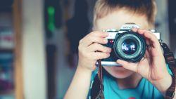 Lach eens naar het vogeltje: 6 tips voor een leuke foto bij de schoolfotograaf