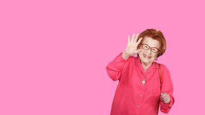 """Sekstherapeut Dr. Ruth (91): """"#MeToo heeft ons contact in de slaapkamer er niet makkelijker op gemaakt"""""""