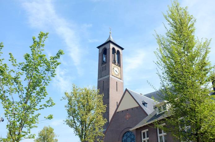De 4G-mast is in de toren van de Antoniuskerk ingebouwd.