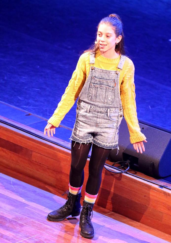 Sara tijdens Grande Finale in De Kring. Foto Leo de Jaeger / Roosendaal 750 jaar