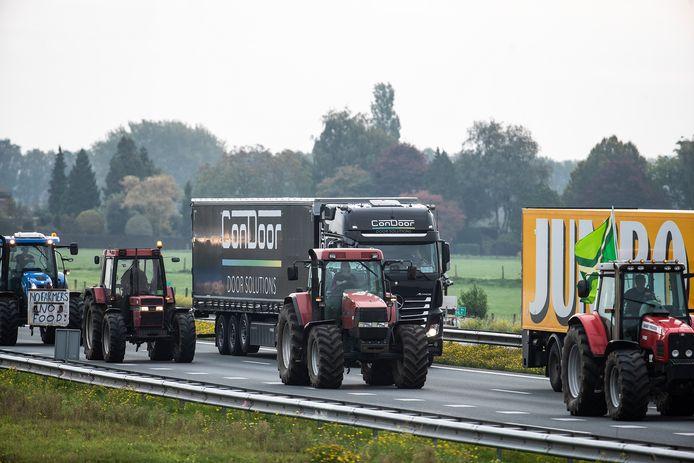 32 tractoren vertrokken er uit Doetinchem in de richting van Arnhem.