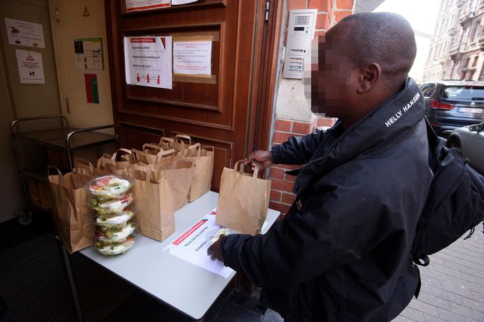Distribution de repas aux sans-abris par les Restos Du Coeur à Bruxelles en avril dernier.