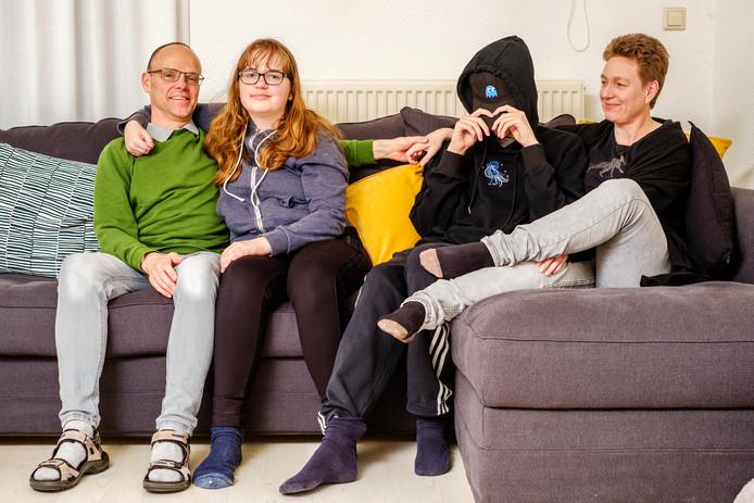 De laatste keer dat familie Delfgou uit Amstelhoek op vakantie ging, kwam ze uitgeput thuis. Door de autistische stoornissen van beide kinderen heeft het gezin extra hulp nodig.