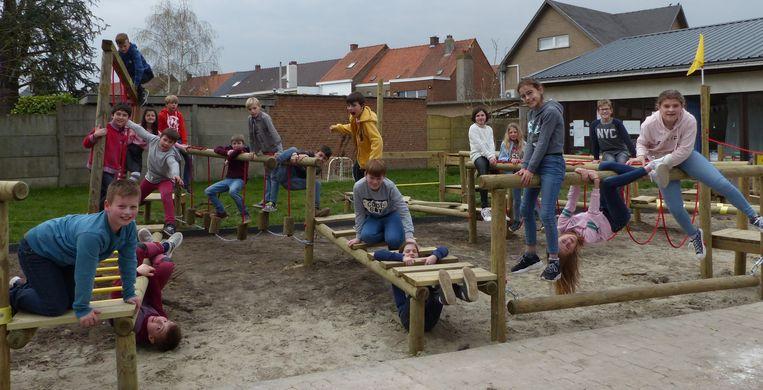 De leerlingen van de Vrije School Ruien hebben er een nieuwe attractie bij op school.