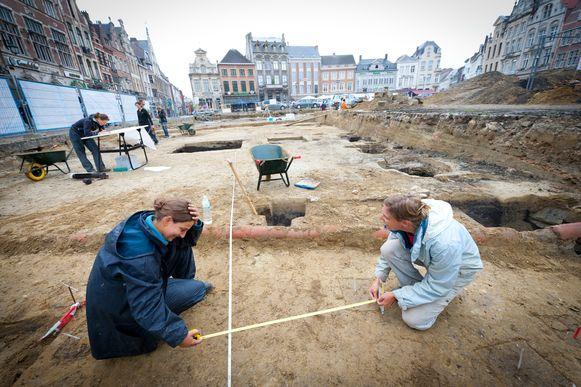 Archiefbeeld van archeologische opgravingen, hier op de Grote Markt van Lier.