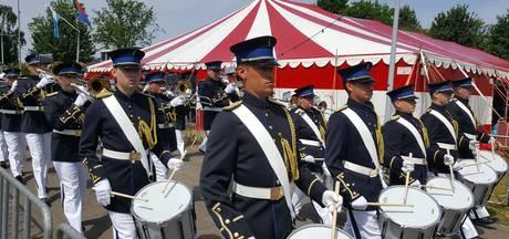 Taptoe stijlvolle en traditionele afsluiting Empelse Muziekfeesten
