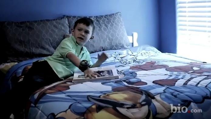 De vijfjarige Ryan duidt zichzelf aan op een foto uit 1932