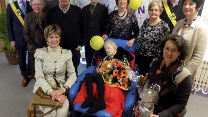 Yvonne doet dutje tijdens viering 100ste verjaardag
