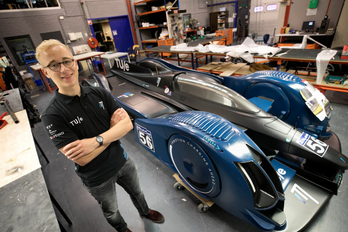 Studenten Fontys Eindhoven Elektrische Auto Opladen In Maar Twee