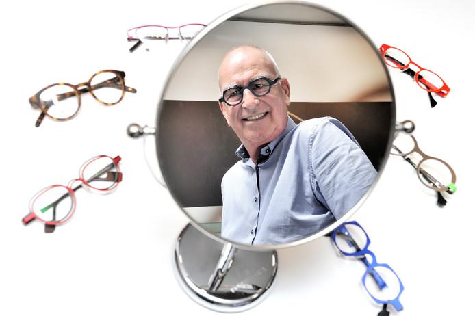 Carlo Battes wekt 50 jaar bij Optiek van Wely in Roosendaal.