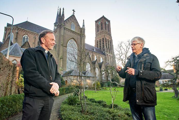 Pastoor Kerssemakers (links) en pastoor Aarden gaan samenwerken.