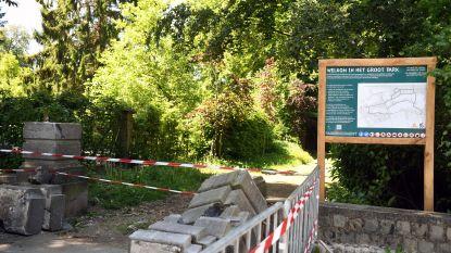 Gemeentearbeider vernielt met kraan 19e-eeuwse toegangspoort park