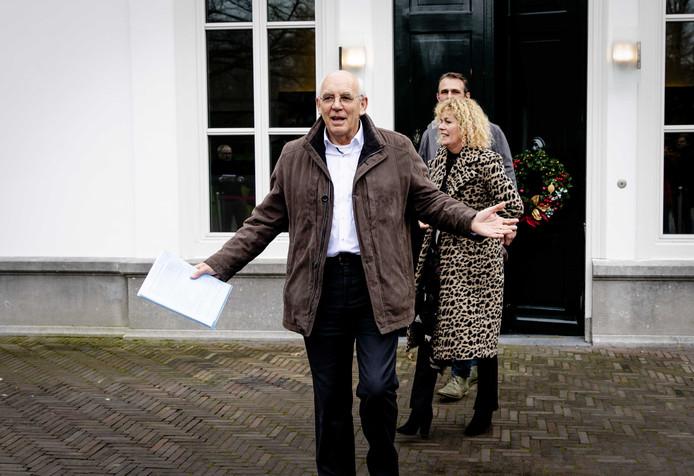 Aalt Dijkhuizen, Trienke Elshof en Jeroen van Maanen van het Landbouw Collectief verlaten het Catshuis na afloop van het gesprek.