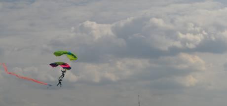 Spectaculaire sprongen in Grave op Zuiderwaterliniefestival