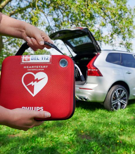 Volvo zet Nederlandse automobilisten in voor hartreanimatie: AED in de auto