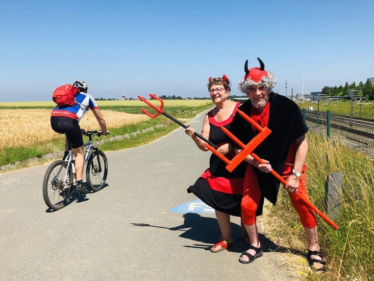 Guy Clauwaert trekt voor de vijfde keer als Tourduivel naar Frankrijk. Zijn vrouw Josée gaat verkleed als duivelin mee.