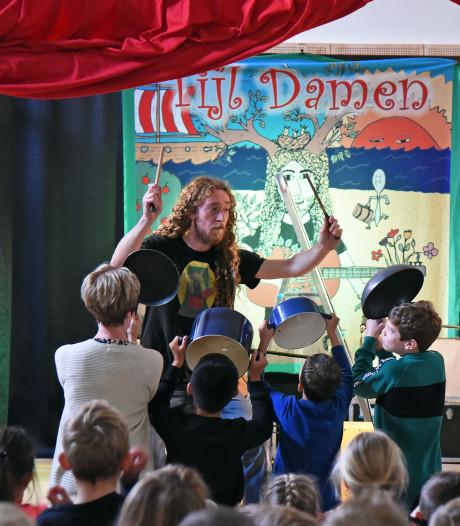 Tijl Damen uit Breskens zet 200 kinderliedjes gratis online