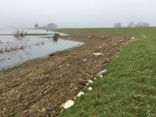 Waterschap ruimt drijfafval op na hoogwater