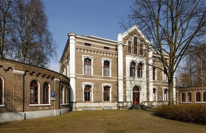 Het voormalige militair Hospitaal aan de Hogeweg.