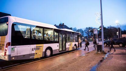 """Bus naar school is élke dag te laat: """"Dit frustreert ouders, leerlingen én leerkrachten"""""""