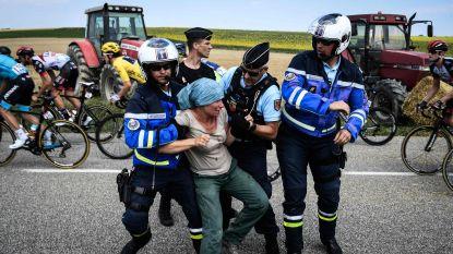 Boeren protesteren, pepperspray politie treft ook peloton