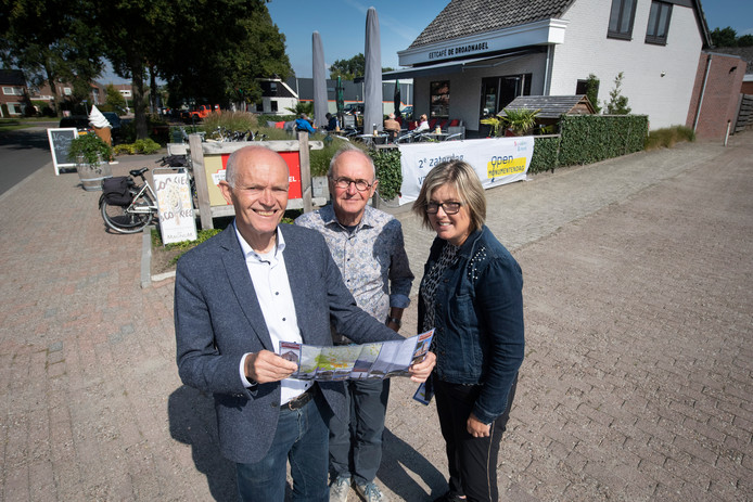 Ernst Haitsma, Hennie Bouwhuis en Janet Elshof zijn lid van de Kerngroep Open Monumentendag. Zaterdag staan de 'plekken van plezier' in de gemeente Hellendoorn centraal.