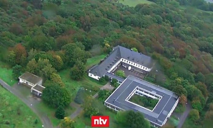 De cyberbunker bevond zich onder dit voormalige complex van het Duitse leger..