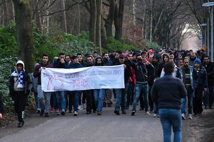Protestmars van vluchtelingen op Heumensoord, begin december 2015.
