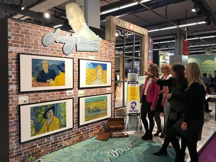 Pop-up expositie Royal Talens op vakbeurs in Frankfurt. Apeldoorns bedrijf mag vier schilderijen uit de film Loving Vincent vertonen die met verf van Talens zijn gemaakt.
