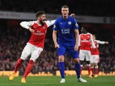 Arsenal mazzelt met eigen doelpunt van Leicester City