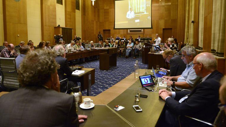 De stedelijke commissie van Enschede tijdens een vergadering over de vluchtelingenopvang Beeld anp