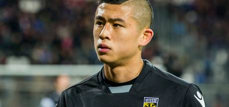 Vitesse: Zhang op weg naar uitgang