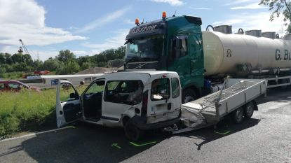 Metropoolstraat volledig afgesloten door ongeval met vrachtwagen