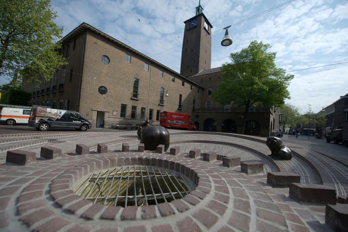 De gemeente Enschede moet de komende jaren flink blijven bezuinigen, maar wil anderzijds ook investeren in de stad en de lokale economie.