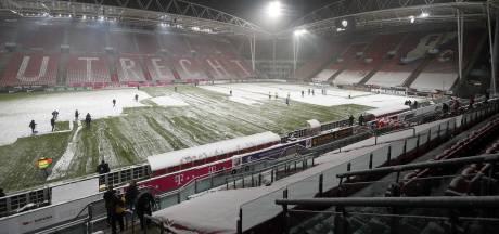 De oranje bal is een wezenlijk onderdeel van voetbal in de sneeuw