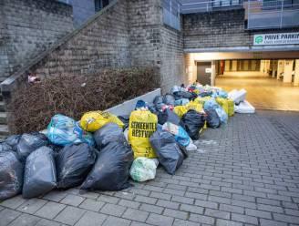 """Afvalproblematiek Gasthuisstraat raakt niet opgelost, gemeente is het beu: """"Wij ruimen het ook niet meer op, Providentia moet voortouw nemen"""""""