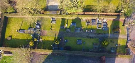 Met drone de lucht in voor boeken over begraafplaatsen