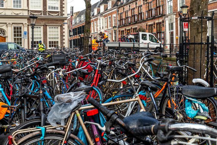 Geparkeerde fietsen op het Janskerkhof.
