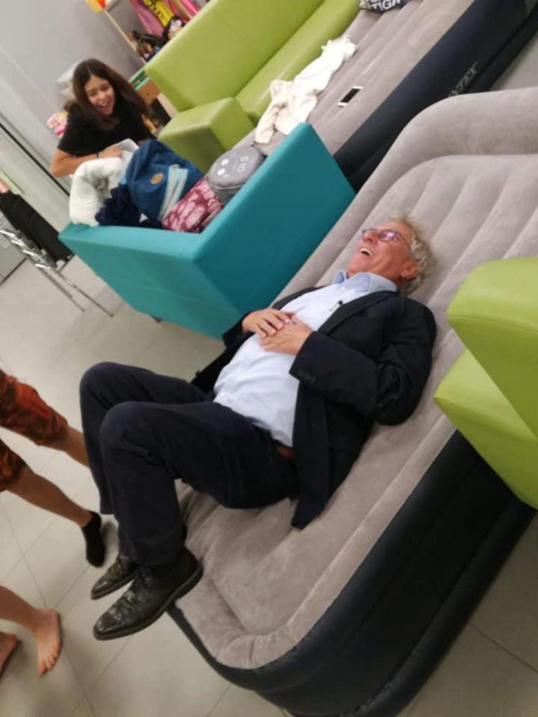 Burgemeester Dumont tijdensde laatste sleep-in van de Heerse kindergemeenteraad.