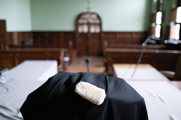 Een toga van een advocaat in de correctionele zittingszaal van het Mechelse gerechtsgebouw
