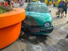 Automobilist (62) rijdt terras op in Veldhoven, vijf gewonden