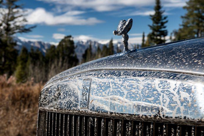 Doorgaans zie je een Rolls vooral bij de rode loper van een galapremière, maar de Cullinan deinst niet terug voor een modderbad