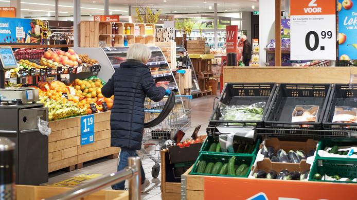 Ouderen kunnen zoals hier in Uden bij Albert Heijn tussen 07.00 en 08.00 uur boodschappen doen. Een service waar veel gebruik van wordt gemaakt.