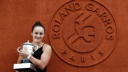 Al veertig jaar lang staan er twee pijnlijke fouten op de trofee van Roland Garros