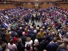 Brits parlement stelt besluit over brexitdeal uit, Johnson weigert onderhandeling over uitstel
