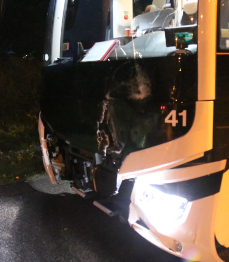 Voertuigen lopen forse schade op door botsing op A50