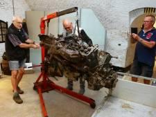 Vliegtuigmotor van 600 kilo na 74 jaar in de grond nu het museum in